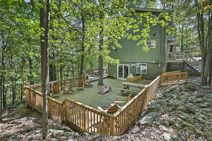 NEW! Resort Retreat w/ Private Hot Tub & Fire Pit!