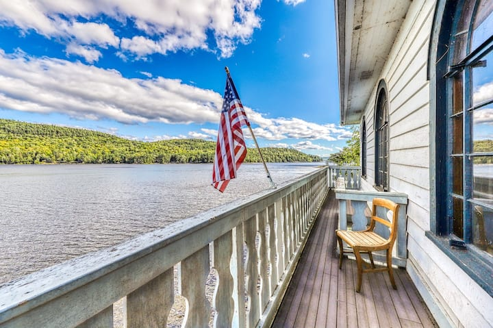 Lakefront home w/ private beach & dock, 2 kitchens/living rooms