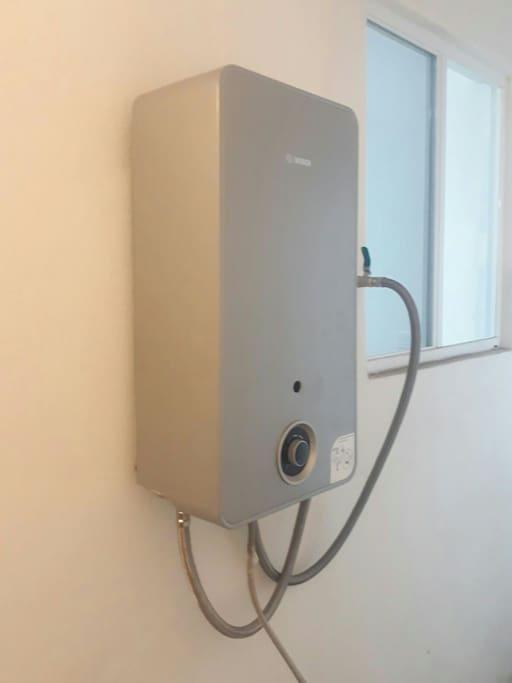 Calentador instantáneo de 13 lts para 2 servicios.