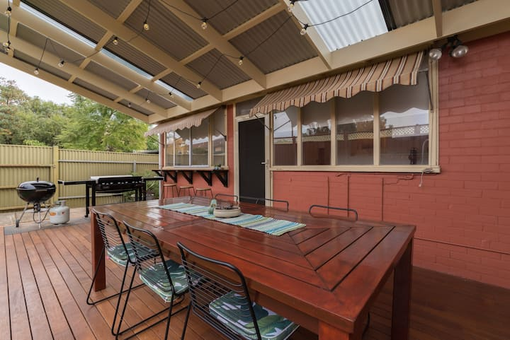 The Gingerbread House at Semaphore *pet friendly*