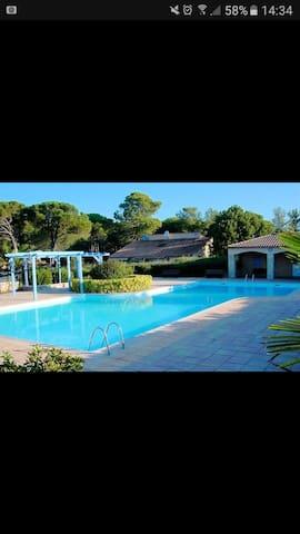 Petite maison dans résidence avec piscine - La Motte - Dom wakacyjny