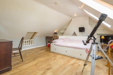Spacious loft room & amazing views - Campton
