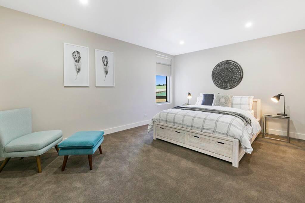Master bedroom - Salt 15 Luxury Apartment