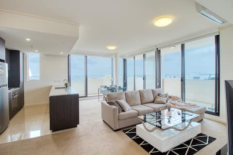 Penthouse- style Apt with View and Parking