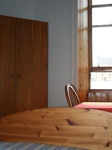 Bright double room, near the beach - Edimburgo