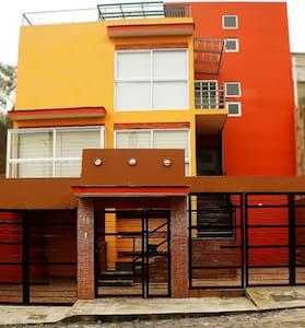 Confortable casa con Terraza y Chimenea