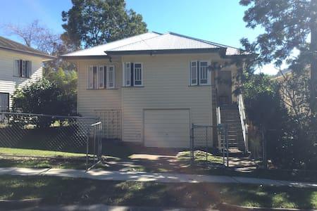 Room in beautiful old Queenslander. - Ashgrove