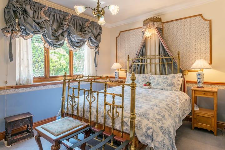 Upper Constantia, Romantic Bedroom, in Paradise!