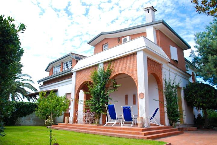 Sabaudia Circeo Wonderful Villa a 1 km dal mare