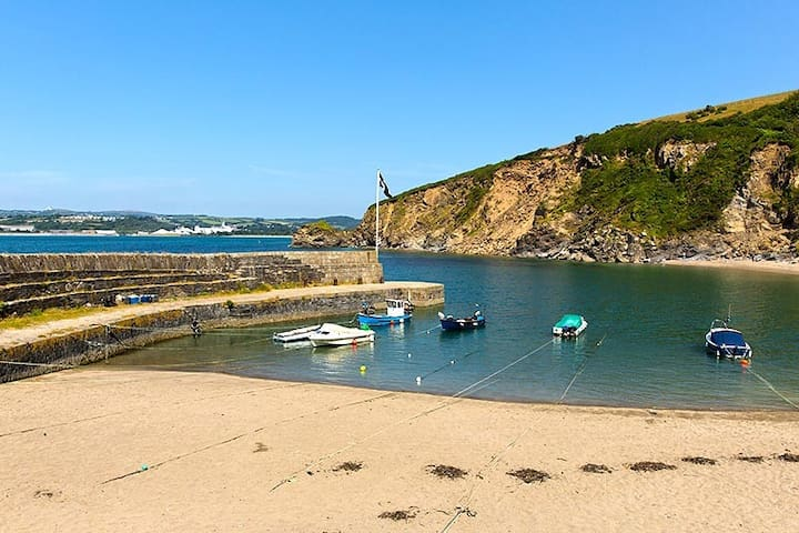 St Austell-Ideally situated for Eden and Beaches