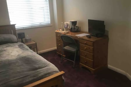 Comfortable single room with good transport links