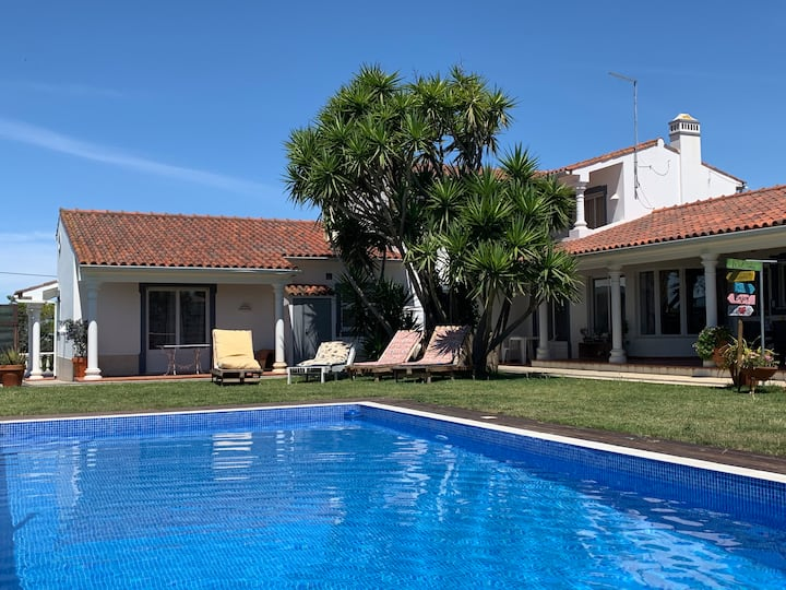 Quinta da Carrila | Villa | Porch BBQ and Pool