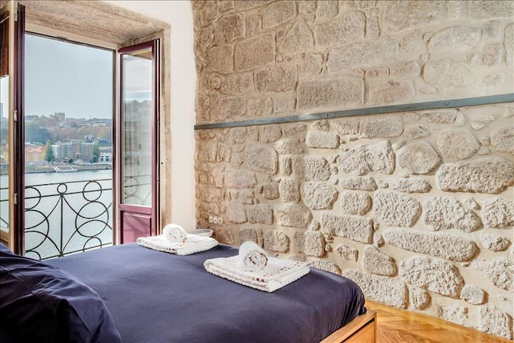 Unique & Elegant apartment overlooking Douro River