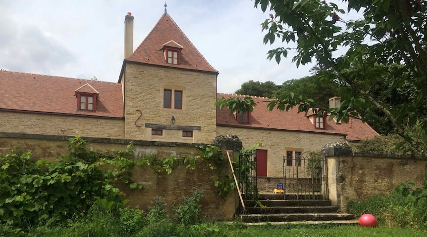 Un gîte douillet dans le parc d'un château - Bard-lès-Époisses - Allotjament sostenible a la natura
