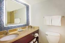 Full bathroom with great lighting!