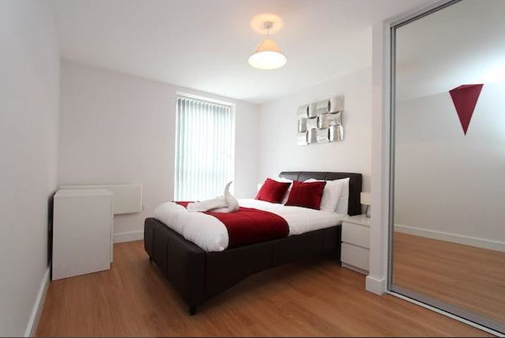 Luxury Spacious Apartment with Two Parking Spaces - Reading - Daire