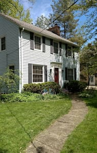 Large, private 2 beds,long term,near airport, BWU
