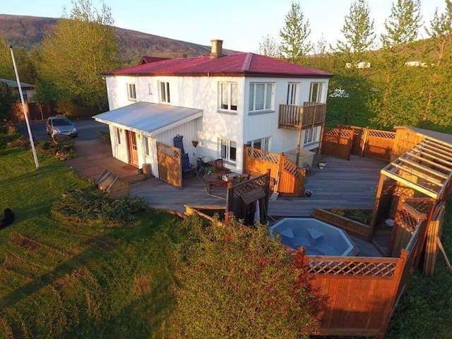 Great villa, 20 min from Reykjavík - Mosfellsbær - Haus