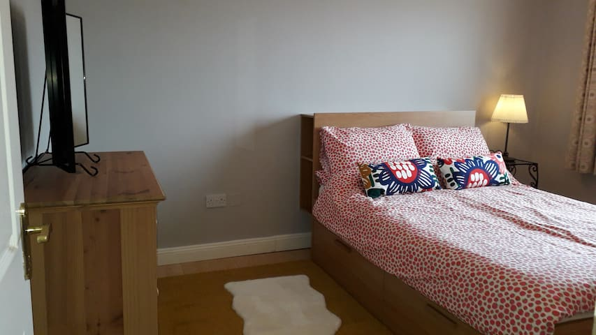 Excellent double bed, spacious, bright and comfy.
