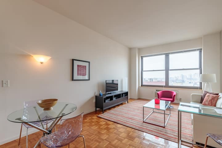 1 Bedroom with Luxury Building Amenities, Downtown Jersey City