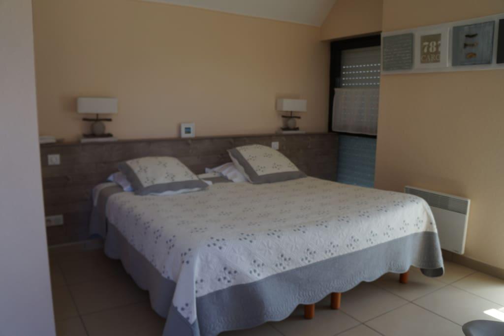 Chambre avec lit de 180, possibilité de le transformer en 2 lits