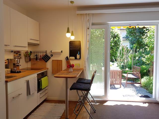 Kleine Studio Küche mit allem was es braucht um feine Gerichte zuzubereiten.
