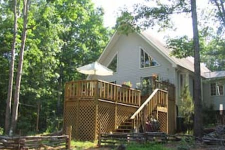 Beautiful 3 bed/2 bath house in wooded, central VA - Buckingham - Rumah