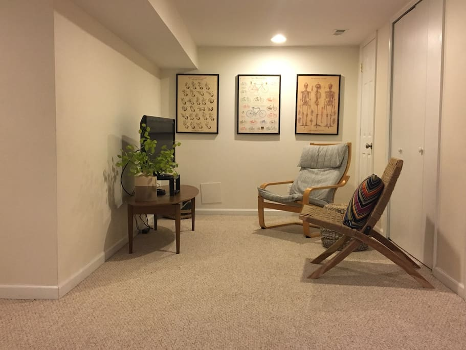 Spacious living room with cable TV, chrome cast, DVD player, and wifi throughout.