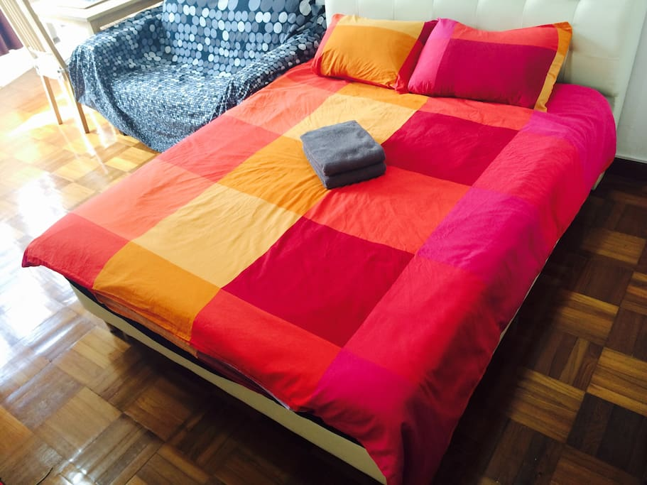 Queen size bed (150 x 200cm)