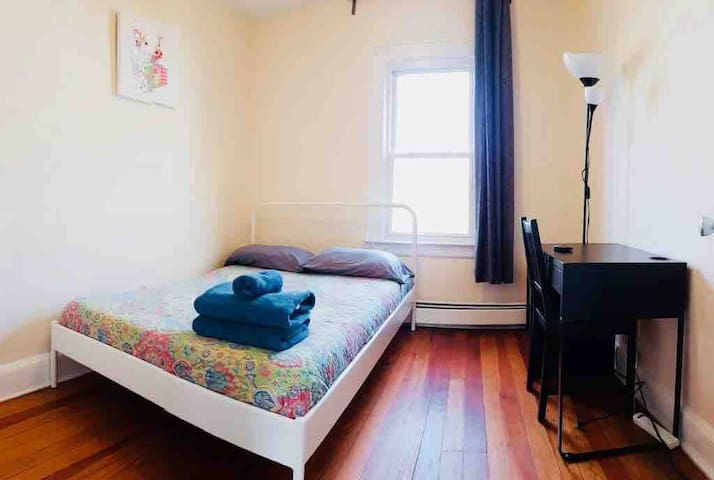 Cozy Private room by Grove st Path WIFI min to NYc