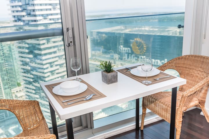 LUX! Serenity Stay with Lake Shore View. 50+Floor