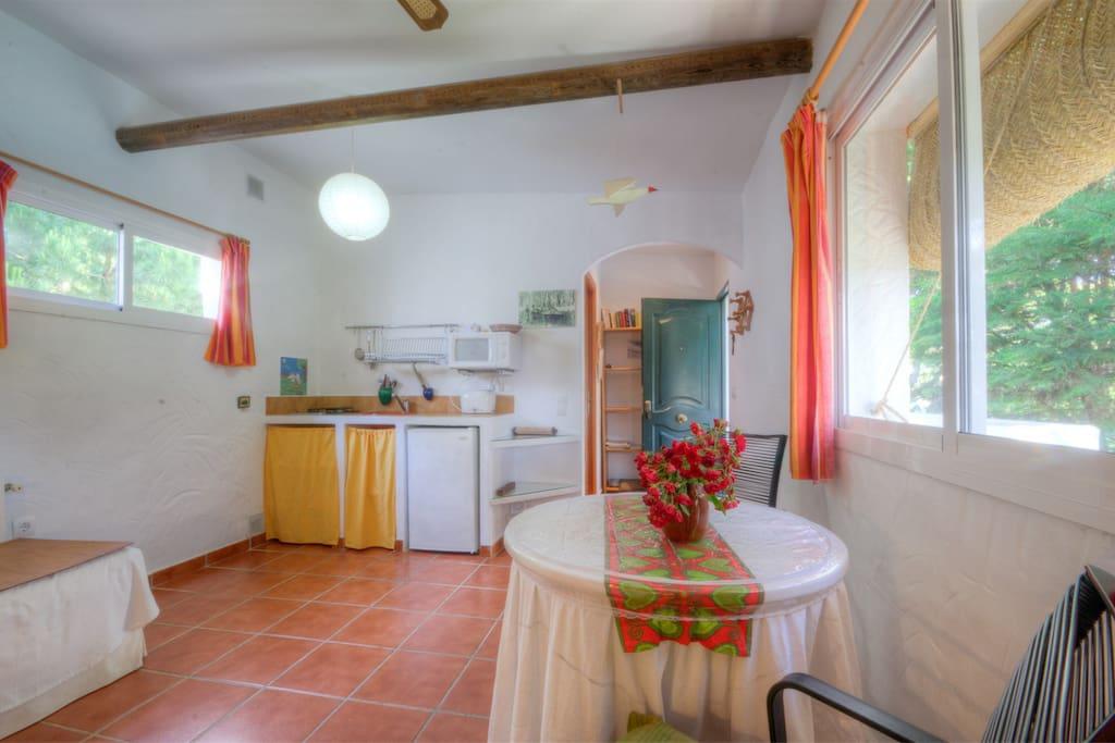 Estudio Gaviota con cocina y dormitorio en el mismo ambiente