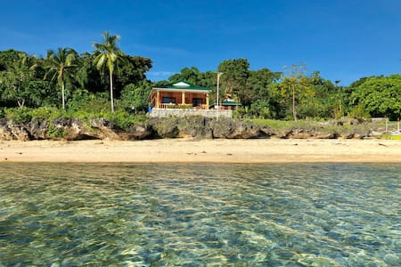 House by beach in Apid Island, Cuatro Isles