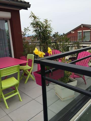 La terrasse fait un L