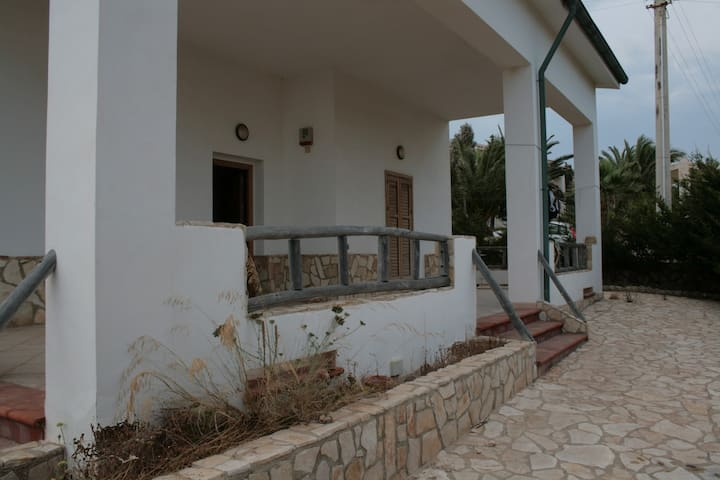 Cosy and rustic villa wth sea view