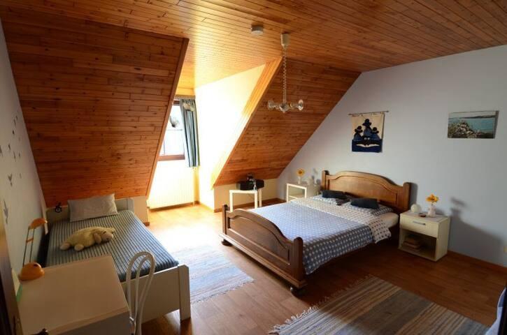 ruime privé kamer in villa