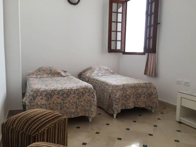 la deuxieme chambre avec ses deux lits individuels