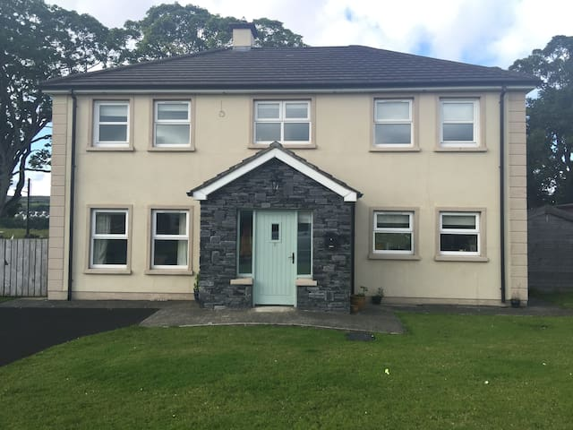 Modern large detached, ideal for families sharing - Culdaff