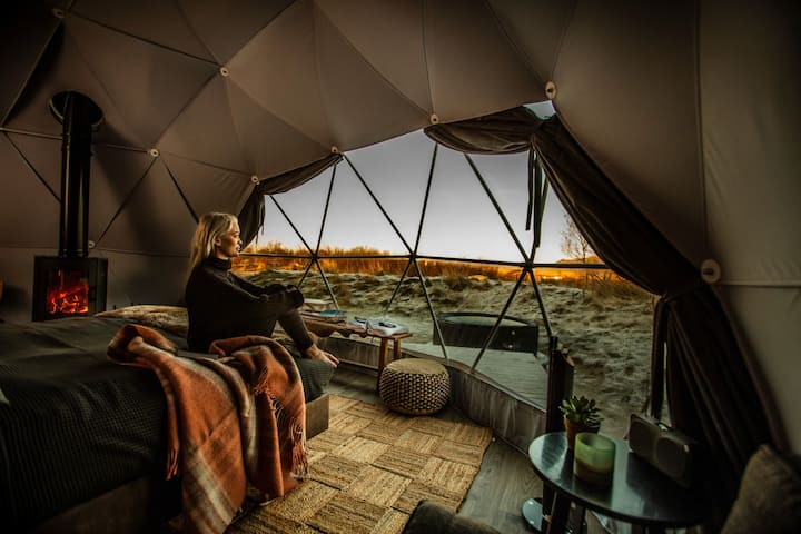 Reykjavik Domes - Luxury with hot tub & fireplace