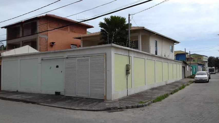 Casa grande e aconchegante 2 quadras do Mar ! - Serra - House