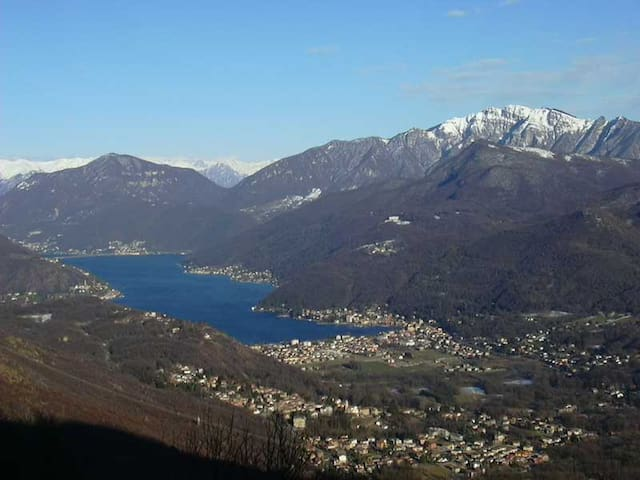Lovely house 100mtrs from the Lake Lugano - Brusimpiano - Hus