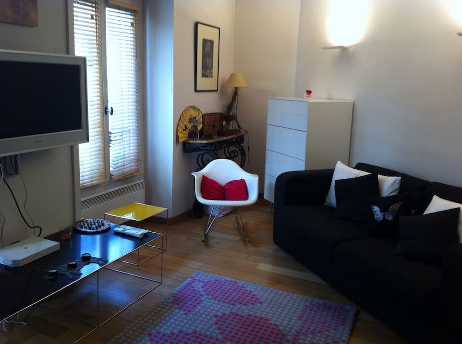 Living-room with sofa bed and a new chest of drawers to tidy up your clothes for example