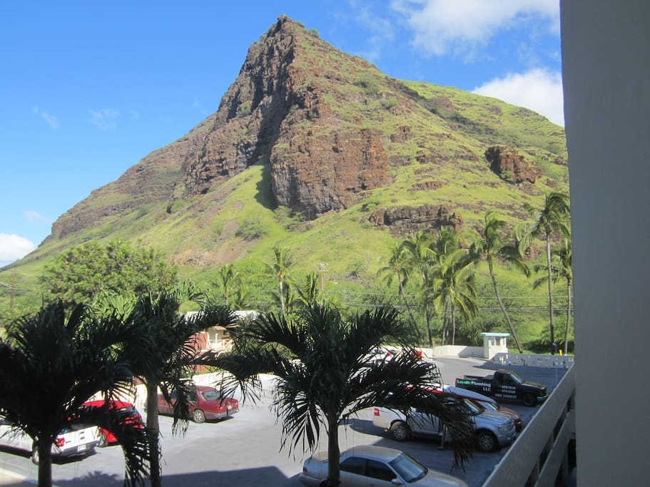 The Waianae range offers hikes and natural beauty