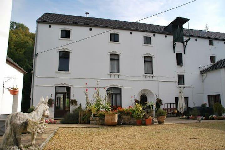 """Bienvenue au gîte """"Le vieux moulin"""" - Sambreville - Casa"""