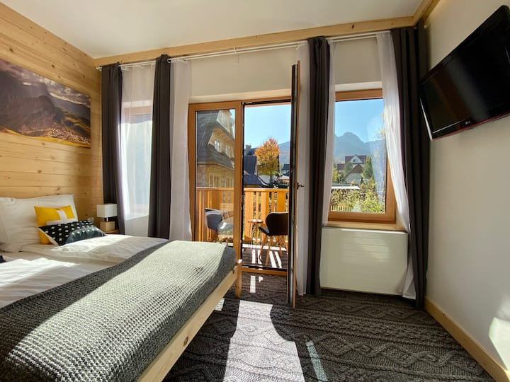 Perfect for 2, balcony & great mountain views