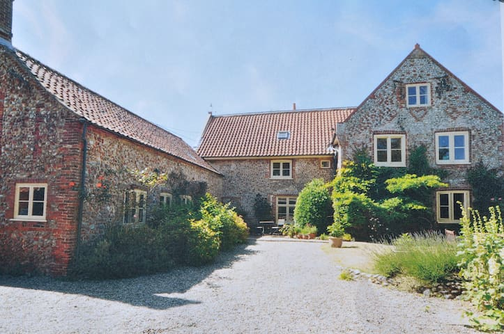 Unique B & B in deepest N Norfolk - Plumstead - Bed & Breakfast