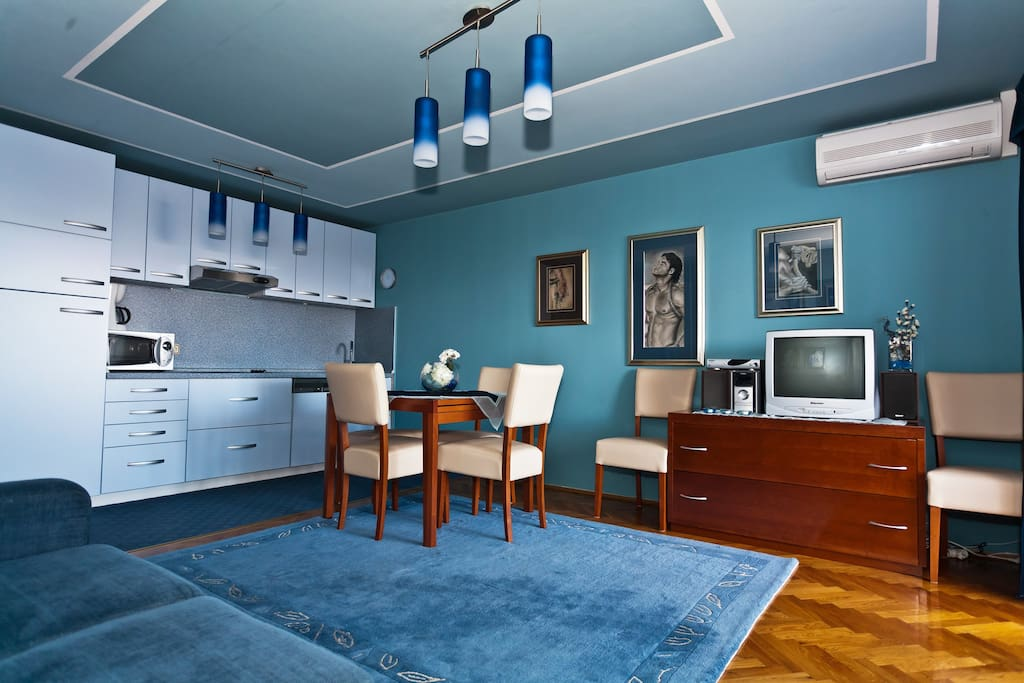 Apartment Blue Flower-Living room + kitchen