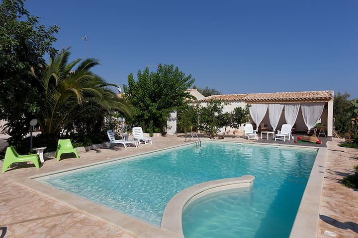 Villa U Marchisi BnB pool & garden - Scicli - Bed & Breakfast