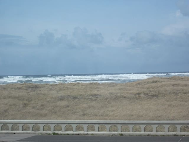 Great View- Oceanfront Condo! (104) - Seaside