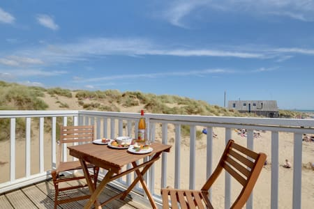 2 Bed Beach Apartment - Sleeps 6 + Dog - Directly on beach with private balcony + amazing views